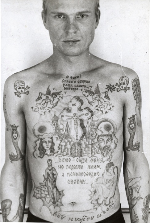 Tatouage crânes prisonniers russes