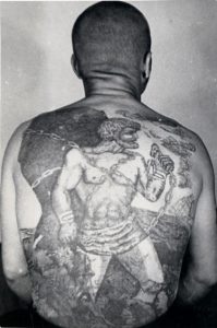 Tatouage mythe Prométhée prisonniers russes