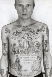 Tatouage femme-serpent prisonniers russes