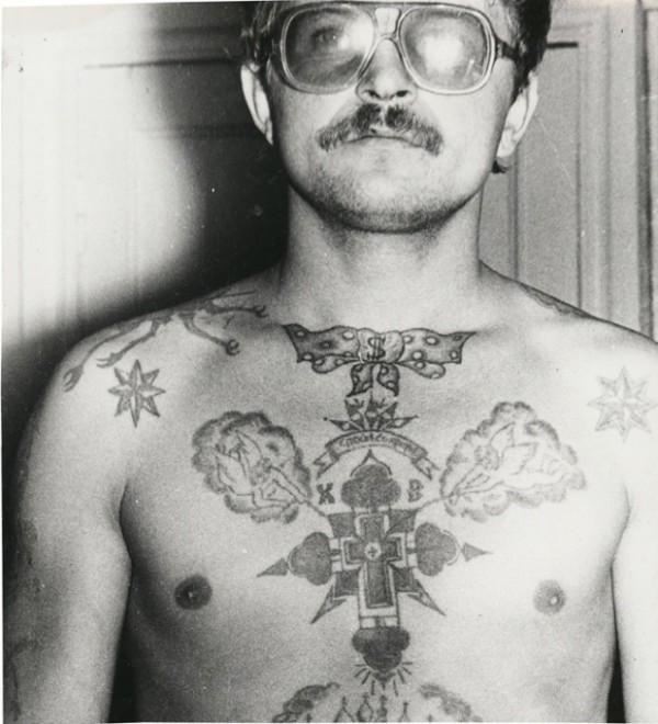 tatouage nœud papillon prisonniers russes